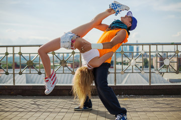 couple doing acrobatic stunts in the street dance