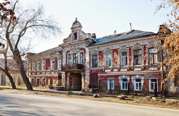 Старинное здание в Оренбурге
