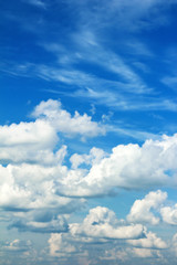 Облака на небе.