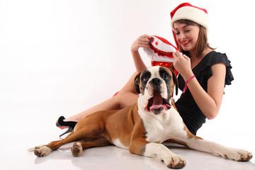 ragazza con cane a natale