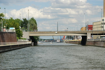 Le canal à Bruxelles vers le port maritime