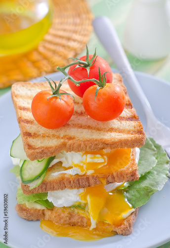 bread with poached eggs