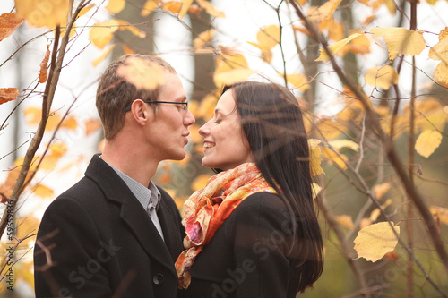 Fall in love with the park, young man and woman hugging
