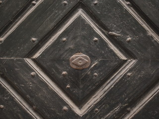 Schwere Kassettentüre aus Holz