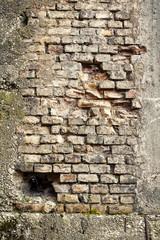 mattoni e cemento sgretolati