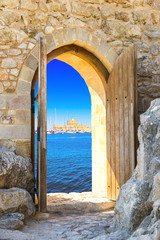 Fototapeta drzwi otwarte na morze