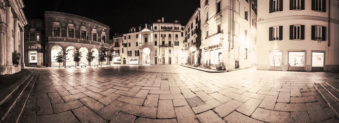 Varese, piazza San Vittore - Night view