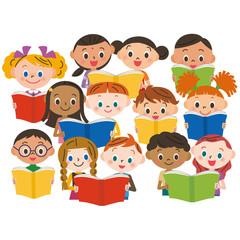 読書をする子供達