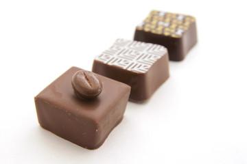 3個並んだ四角いチョコレート