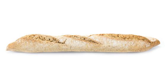 Barra rústica de pan integral aislada sobre fondo blanco