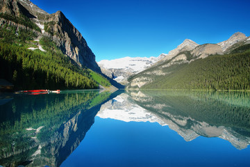 Lake Louise mountain lake panorama