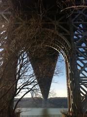 Vista desde abajo del puente George Washintong Bridge