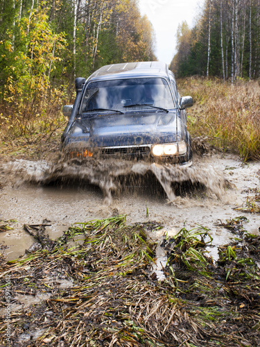Off-road vehicle overcomes swamp