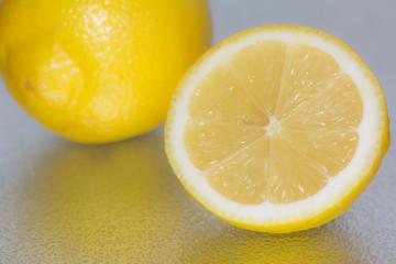 eineinhalb Zitronen
