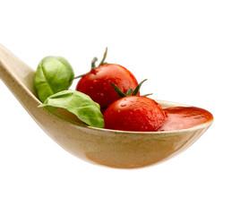 salsa di pomodoro su fondo bianco