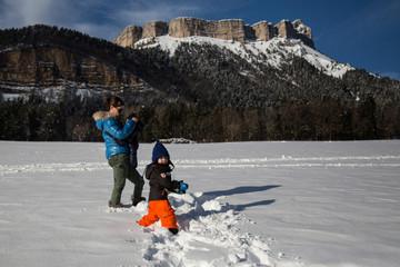 En famille à la neige