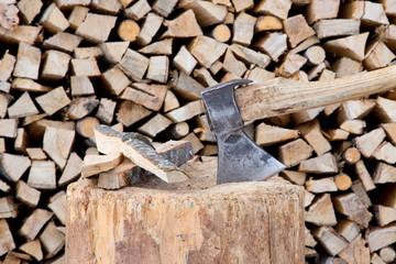 axt und brennholz