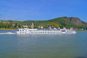 Flusskreuzfahrtschiff auf dem Rhein