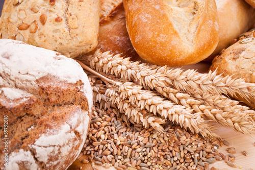 Poster Brood frisch gebackenes knuspriges brot detail