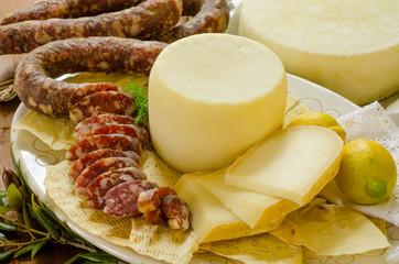 Cucina sarda, salsiccia e pecorino