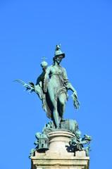 Bronzestatue einer Frau