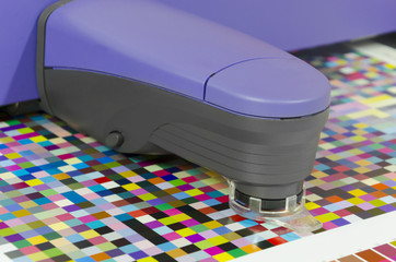 spectrophotometer measures color patches on Test Arch\