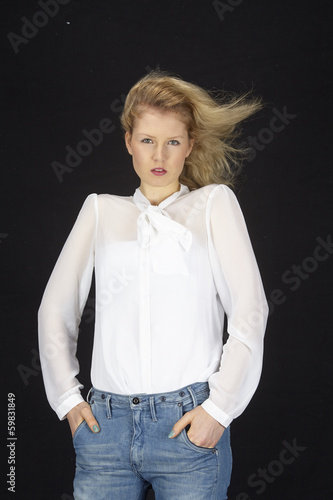 blondhaarige frau mit wei er bluse und blauer jeans stock photo and. Black Bedroom Furniture Sets. Home Design Ideas
