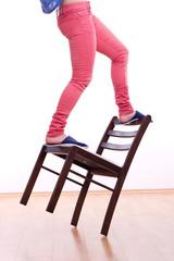 Stuhl als alternative zur Leiter