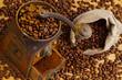 Kaffee. Kaffeebohne und Kaffeemühle