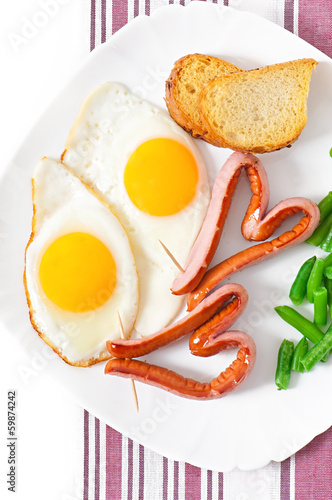 Fried eggs with sausage and green beans