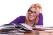 Studentin lächelt beim lernen