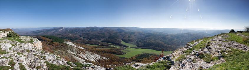 Панорама вида с горного плато Мангуп Кале