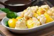 Blumenkohl und Kartoffeln mit veganer Sauce