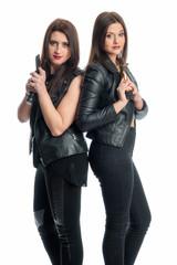 2 Frauen mit Waffe