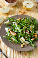 salad with pear and cashew