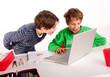 Kinder zocken am PC