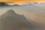 Bajkowe Wiosenne Pieniny Spowite Mgłą