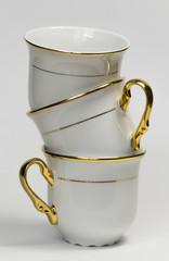 Фарфоровые чашки стопкой