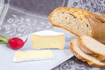 Camembert mit Brot 2