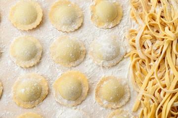 Ravioli e tagliatelle di  pasta fresca fatti in casa