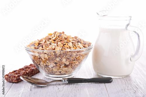 muesli and milk