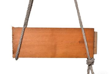 altes Holzschild hängt Strick Seil
