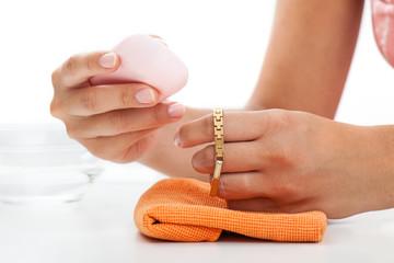 Gold bracelet cleaning