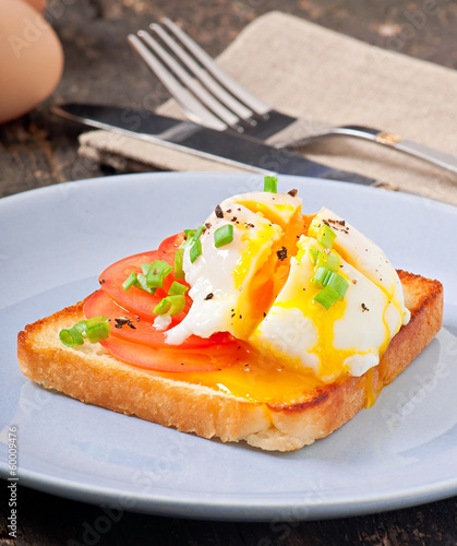 Poached eggs on toast with tomato and pepper