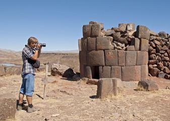Photographer in Sillustani (Peru)