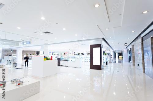 Leinwanddruck Bild intrior of shopping mall