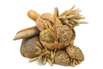 Bodegón con variedades de pan y cereales sobre fondo blanco