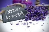 Fototapety Lavendel mit Schiefertafel und Naturkosmetik