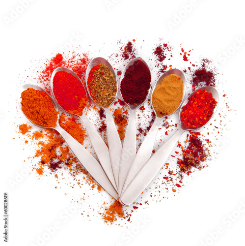 spezie rosse in cucchiaio