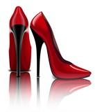 Красные туфли на глянцевом полу